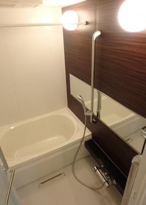 追い焚き機能・浴室暖房乾燥機&物干しバー付きバスルーム♪雨の日のお洗濯にも浴室暖房乾燥機があるので安心♪ゆったりバスタイムでリラックス☆