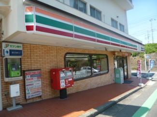 セブンイレブン横浜富岡西1丁目店まで約290メートル。