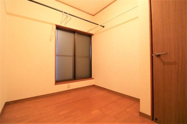 【納戸】 バルコニーに面した2階3.5帖の納戸♪
