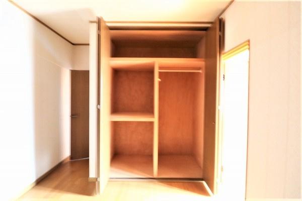 【収納】 2階6帖洋室の大きな収納です♪