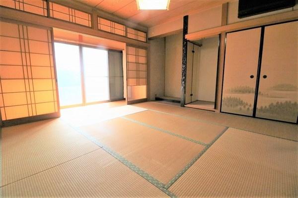 【和室】 1階8畳の和室。来客時にもお使いいただけます♪