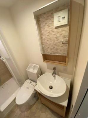 トイレに洗面台もあります。