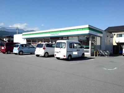 ファミリーマート小笠原店まで1900m