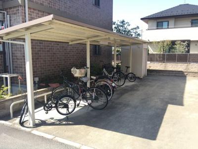 自転車保有の方は嬉しい屋根付き駐輪場☆