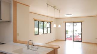対面式キッチンなのでお部屋全体を見渡せます。