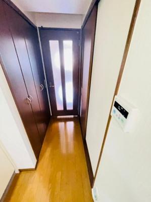 【玄関】リバーサイドハウス