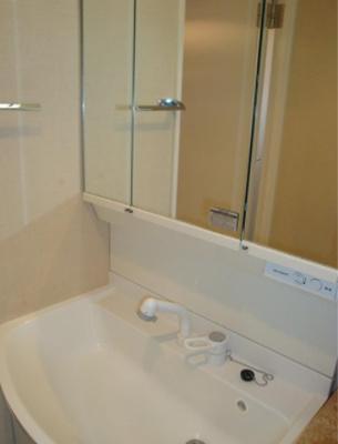 和泉サンハイツの洗面台です。