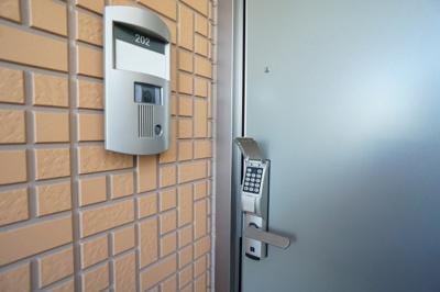 玄関まわり♪玄関ドアはデジタルロックのためカギは不要♪