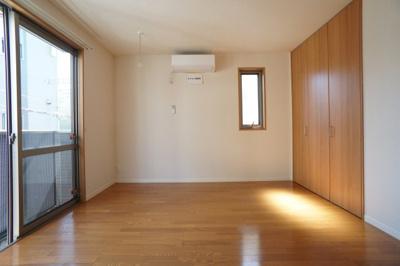 採光とれた8.0帖の広く明るいお部屋♪