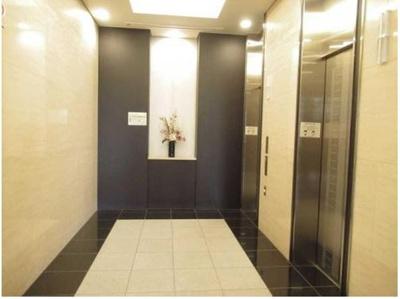 エレベーターホールも高々しい高級感。
