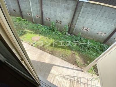 【庭】ベルグラン上馬B棟 南向き 室内洗濯機置場 駐輪場