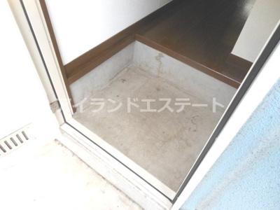 【玄関】ベルグラン上馬B棟 南向き 室内洗濯機置場 駐輪場