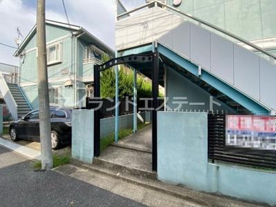 【エントランス】ベルグラン上馬B棟 南向き 室内洗濯機置場 駐輪場