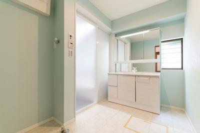 三面鏡付き大型洗面化粧台