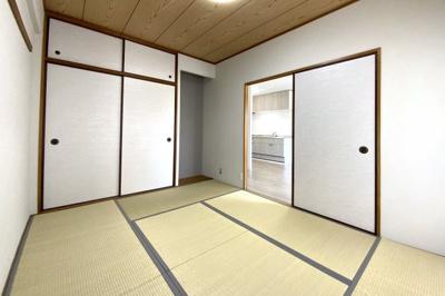 和室には押入れもしっかり完備されています。和室の畳は新調しており、気持ちよくお使い頂けます。