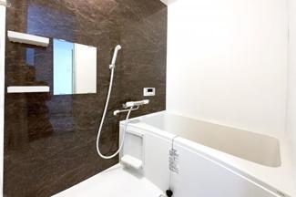 浴室はオートバスを採用しており、ご家族の入浴時間がバラバラでもいつでも温かい湯船に浸かることが出来ます。