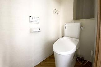 ウォシュレット機能付きのトイレでいつも清潔に保てます。トイレも新調していますので特に衛生面が気になる方でも安心してお使い頂けます。