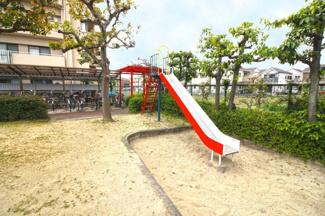 【マンション敷地内児童公園】