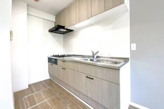 システムキッチンは新調しています。吊戸棚もあり収納たっぷりです(●^o^●)