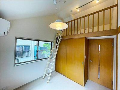 3階の洋室にはロフトを完備。