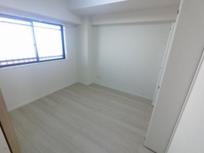玄関横の洋室は主寝室にいかがでしょうか。