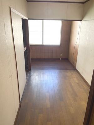 スーパー・コンビニ・ドラッグストアが近く、生活利便良好!趣味のお部屋としてもご検討頂けるお家です♪