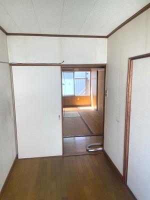 各居室それぞれが独立し、プライベート空間を確保。且つ端住戸のため、生活音も気になりにくそうですね♪