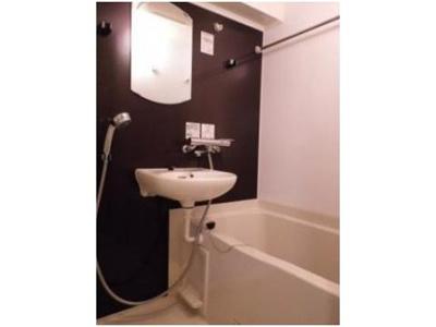 壁がオシャレな風呂(同一仕様写真)