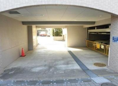 池袋ウエストヒルズの駐車場です。