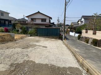 こちらは2号地。敷地面積45.8坪超え。並列駐車2台可能な間口。建築条件なし売地なのでご希望のハウスメーカーでの建築が可能です!