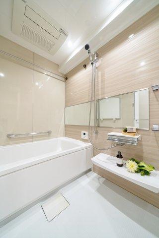 雨の日のお洗濯に便利な浴室乾燥機付き