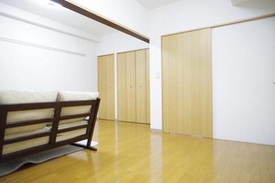 洋室11帖の広々室内