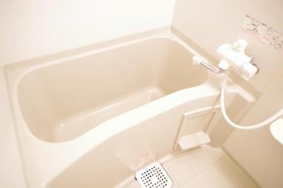 ゆったりとした浴槽