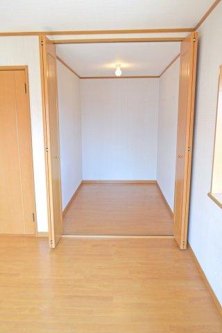 2階南側洋室(8帖)、ウォークインクローゼット