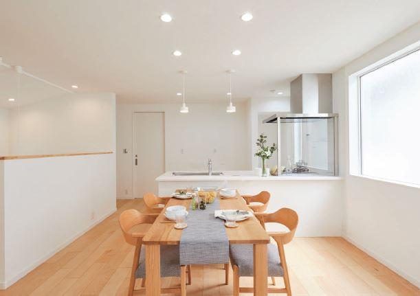 ◇Flooring◇全室に朝日ウッドテック社製の天然木フローリングを使用。各居室の建具の色もお選び頂けますので、お持ちのインテリアのテイストに合わせられます/フローリング標準仕様:ブラックウォルナット