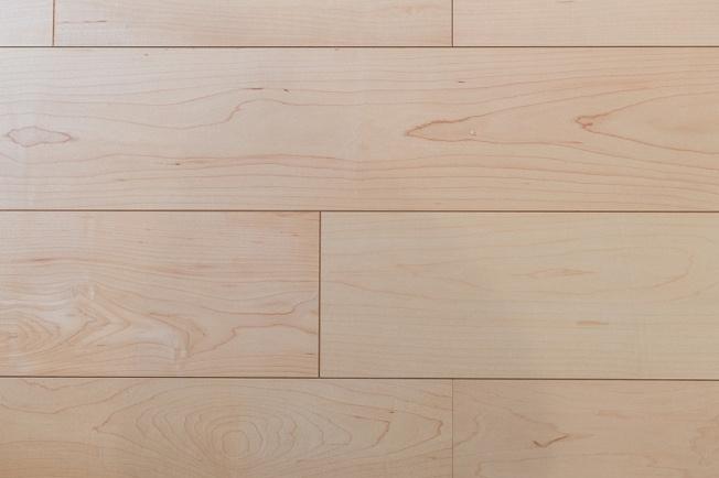 ◇Flooring◇朝日ウッドテック社製の天然木フローリングを使用。クラシックな濃淡のブラックウォルナットカラーは、まるでホテルに滞在しているような寛ぎを与えてくれます。【当社施工例・標準仕様】