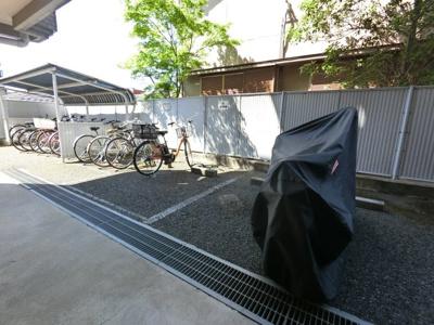 オートバイ置き場