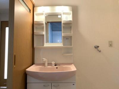 明るい洗面所です 【COCO SMILE ココスマイル】同型タイプ