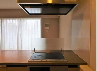 キッチンの奥は壁がなく、開放的です