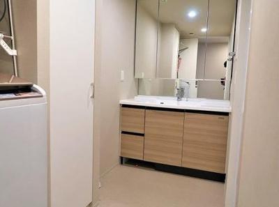 ゆとりある洗面室です♪