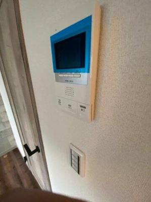 一人暮らしに嬉しいモニター付きインターホン完備