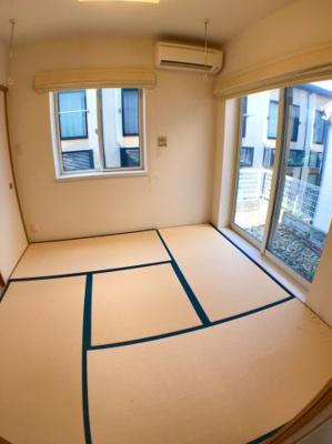 1階和室の収納です♪ 右側の窓からは庭に直接出ることも出来ますよ♪