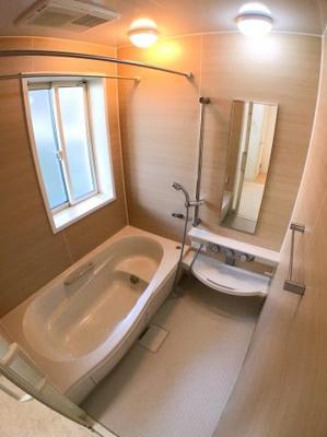 お風呂の写真です♪ 浴室乾燥機付きですよ♪