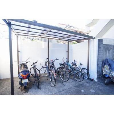 屋根付き駐輪場あり