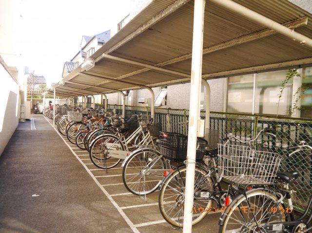 敷地内に、屋根付き専用駐輪場