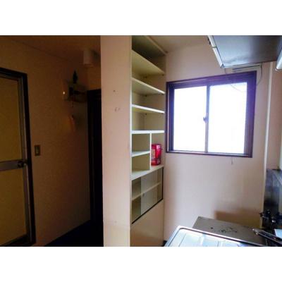 キッチン横食器棚