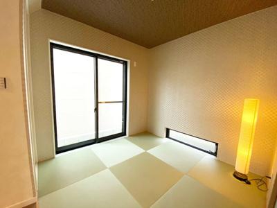 琉球畳風のおしゃれな和室。客間やキッズスペースなど多彩にご利用いただけます!