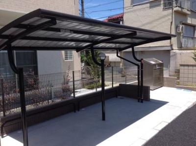 屋根付き駐輪場付きとなります。
