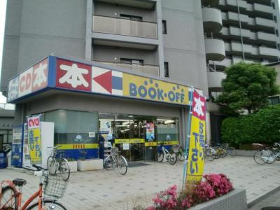 駅前にはBOOKOFFもあります。