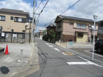 【前面道路含む現地写真】茨木市上泉町 建築条件無し土地